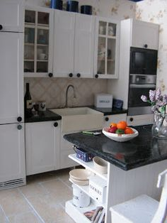 Mini daydreams: The new old kitchen / New Old Kitchen - WOW, amazing miniature kitchen - thought it was a real size one it's so good :)