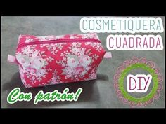 Cosmetiquera cuadrada, con patrón DIY Christmas Tree Napkins, Sewing Projects, Projects To Try, Sewing Shorts, Pouch Tutorial, Fabric Bags, Zipper Bags, Bag Making, Gift Wrapping