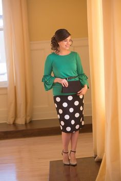 Looking for a great everyday or dressy pencil skirt? This modest and flattering pencil skirt will be a great addition to your wardrobe. Modest Skirts, Modest Outfits, Modest Fashion, Fashion Dresses, Cute Outfits, Jean Skirts, Apostolic Fashion, Midi Skirts, Long Skirts