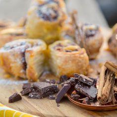 Chocolatey Cinnamon Rolls - Menu 1 from Sarah Graham's Food Safari - Episode 1 at the Antelope Park. Breakfast Tea, Breakfast Recipes, Graham Recipe, Sarah Graham, Pancakes And Waffles, Doughnuts, Cinnamon Rolls, Sweet Stuff, Easter Bunny