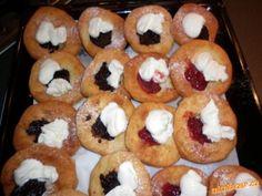 Hrníčkové bavorské vdolečky Czech Recipes, Ethnic Recipes, Food Hacks, Doughnut, Sushi, Food And Drink, Cupcakes, Sweets, Cooking