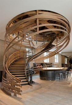 comment bien choisir un escalier quart tournant en bois clair