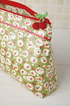 DIY washbag pattern. The little knitted/crocheted cherries are darling!
