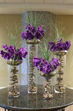 Cool modern arrangement with purple orchids - .- Cooles modernes Arrangement mit lila Orchideen – Cool modern arrangement with purple orchids – - Purple Flower Arrangements, Floral Centerpieces, Flower Vases, Wedding Centerpieces, Orchids In Water, Purple Orchids, Purple Flowers, Indoor Orchids, Dendrobium Orchids