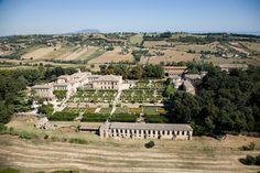 Veduta aerea di #villa Buonaccorsi a #potenzaPicena Palace Garden, Palaces, Villas, Dolores Park, Gardens, Italy, Travel, Italia, Viajes