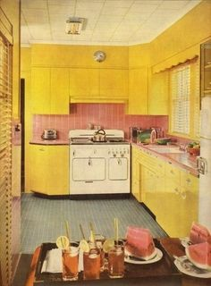 Uhh, this is wacky. This is the exact same layout / setup as the kitchen in my house. Only yella. Awesome.