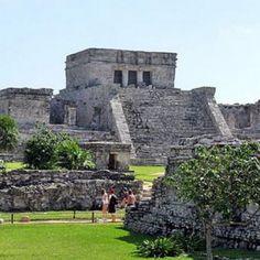 Incluye:   Transportación viaje redondo desde tu hotel Cancun o la Riviera Maya.   2 horas de visita a la zona arqueológica de Tulum (La primera hora con guía y la segunda libre para tomar fotografía, ir a la playa o al mercado de artesanías)  Cuota de entrada a Tulum