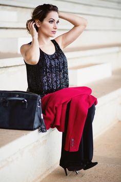 Aqui são dois looks. Blusinha brilhosa preta, calça preta e o blazer vermelho. #GW10_30 #10peças30looks #consultoriadeimagem #imagem #moda #fashion #estilocontemporâneo #officelook #lookfeminno #brilho #lookhappyhour