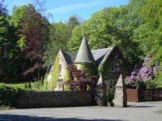 Stunning Lodge House of Scottish Castle in countryside outside Stirling and near Edinburgh, Glasgow and Perth on HomeExchange #houseswap #homeexchange #scotland #castle Cutest cottage every!