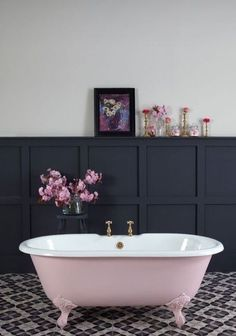 4 Top Useful Tips: Wainscoting Design Board And Batten painted wainscoting same as wall.Wood Wainscoting House wainscoting kitchen home improvements. Black Wainscoting, Painted Wainscoting, Wainscoting Bedroom, Dining Room Wainscoting, Wainscoting Ideas, Bathroom Wainscotting, Wood Panel Bathroom, Wainscoting Height, Wainscoting Panels