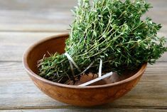 What Does Thyme Look Like? Expanding Your Culinary Skills Thyme Tea, Fresh Thyme, Herb Garden In Kitchen, Kitchen Herbs, Home Remedies For Bronchitis, Salvia, Alternative Health, For Your Health, Natural Remedies