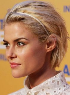 Edgy Hairstyles - Textured Blonde Waves
