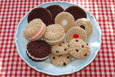 Knitting & Crochet Pattern for a Selection of Biscuits / Cookies – Knitted Food, Toy Food, Play Food – Knitting patterns, knitting designs, knitting for beginners. Crochet Cake, Crochet Food, Cute Crochet, Crochet Crafts, Crochet Dolls, Knit Crochet, Crochet Stitches, Chocolate Chip Cookies, Vanilla Cookies