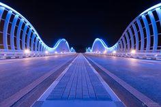Al Meydan Bridge & Royal Bridge  Voici 2 ponts de 710 mètres chacun aux formes originales de vagues ondulantes baptisés Al Meydan Bridge et Royal Bridge situés à Dubaï (Emirats Arabes Unis) . Ces ponts signés par le cabinet d'architectes Thom + MD DesignLab mènent à l'hippodrome de Meydan à Nad Al Sheba. A découvrir en images dans la suite de l'article.
