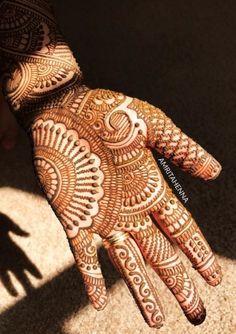 Beautiful and easy henna design Indian Mehndi Designs, Henna Art Designs, Mehndi Designs 2018, Mehndi Designs For Girls, Mehndi Designs For Beginners, Modern Mehndi Designs, Mehndi Design Pictures, Wedding Mehndi Designs, Beautiful Mehndi Design