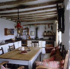 Country Rustic Dining Room Table Inspirations - Home Decor Ideas Küchen Design, Home Design, Interior Design, Interior Modern, Design Ideas, Welsh Cottage, Irish Cottage Decor, Rustic Cottage, Farmhouse Kitchen Tables