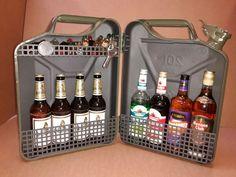 Super cadeau verjaardag 20 l blikken bus bar garage pub biergeesten - Susana Diy Presents, Diy Gifts, Diy Birthday, Birthday Gifts, Diy Lego, Jerry Can Mini Bar, Diy Crafts To Do, Idee Diy, Gifts For Coworkers