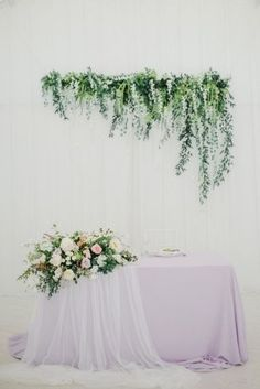 Love this head table. Wedding Table Place Settings, Wedding Reception Table Decorations, Decoration Table, Bride Groom Table, Wedding Ceremony Readings, Wedding Backdrop Design, Sweetheart Table, Marie, Wedding Flowers