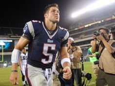 Tim Tebow looks same as ever in Patriots debut