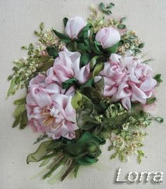 Wonderful Ribbon Embroidery Flowers by Hand Ideas. Enchanting Ribbon Embroidery Flowers by Hand Ideas. Ribon Embroidery, Learn Embroidery, Embroidery Stitches, Embroidery Designs, Machine Embroidery, Ribbon Art, Diy Ribbon, Ribbon Crafts, Silk Flowers