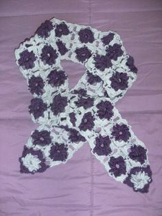 ciarpa fiore nella mattonella