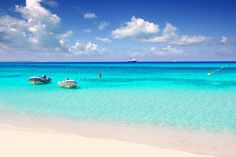"""7 playas paradisíacas en Formentera seleccionadas por http://EscapadaRural.com """"Cada playa de Formentera es un paraíso. Hay, incluso, islas dentro de islas y playas dentro de playas, una rareza de fantasía..."""""""