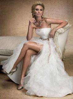 2015 Sexy White Strapless Organza with Crystal Sweep Train Wedding Dress