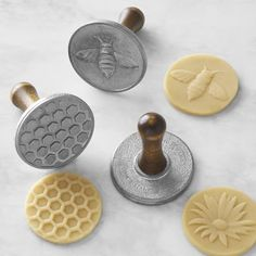 backen ausstecher Nordic Ware Honey Bee Cookie Stamps, Set of 3 Cafeteria Retro, Bee Cookies, Honeycomb Cake, Honeycomb Pattern, Bee Party, Nordic Ware, Thumbprint Cookies, Bees Knees, Queen Bees