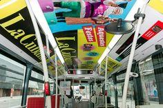 Publicidad de la campaña La Cubana en los autobuses para la interacción con la app para Smartphone de Realidad Aumentada Holaapp.