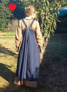 Viking dress by SewBizTanya on Etsy. Lacing channel in the back (shown), three pleats in front.
