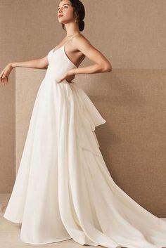 Flowing Wedding Dresses, Plain Wedding Dress, Making A Wedding Dress, White Bridal Dresses, Lace Beach Wedding Dress, Backless Wedding, Bridal Lace, Bridal Gowns, Wedding Gowns