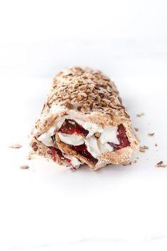 Rhubarb Meringue, Rhubarb Recipes, Looks Yummy, Food Cakes, Sweet Cakes, Kitchen Recipes, Cake Recipes, Sweet Tooth, Food Photography