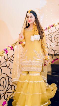 Pakistani Mehndi Dress, Beautiful Pakistani Dresses, Bridal Mehndi Dresses, Pakistani Fashion Party Wear, Pakistani Wedding Outfits, Bridal Wedding Dresses, Indian Dresses, Beautiful Dresses, Eid Dresses