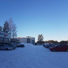 Sininen hetki. Blue moment. #hpjuutilainen #autokorjaamo #autohuolto #joensuu #pohjoiskarjala #suomi #finland #adautokorjaamo #finnland #garage #garagelife #mechanic #mechanicslife #autorepair #sininenhetki #bluemoment #talvi #winter #sininen #blue #auto #car