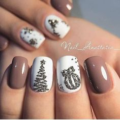Ready to decorate your nails for the Christmas Holiday? Christmas Nail Art Designs Right Here! Xmas party ideas for your nails. Be the talk of the Holiday party with your holiday nail designs. Fall Nail Art, Nail Art Diy, Diy Nails, Holiday Nail Art, Chrismas Nail Art, Manicure Ideas, Christmas Gel Nails, Christmas Nail Art Designs, Christmas Ideas