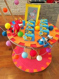 Detalhe da mesa decorada por Lilian Ruas, da Tribo da Festa     www.tribodafesta.com.br      #festainfantil #mesadecorada #transformers #rescuebots