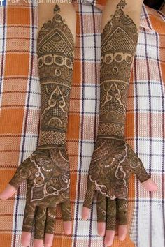 """We have short-listed ten beautiful, intricate Gujratai bridal mehndi designs for blushing brides who will proudly unclasp their hands when the groom's bhua says, """"Beta mehndi dikhana."""""""