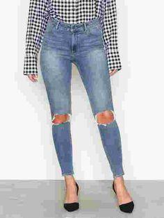 High Spray Cut Of - Cheap Monday - Blue - Jeans - Klær - Kvinne - Nelly.com Monday Blues, Cheap Monday, Blue Jeans, Capri Pants, Fashion, Capri Trousers, Moda, La Mode, Fasion