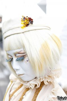 Japanese shironuri artist minori with white hair and hat, grapes and tassels dress over ruffle blouse, vintage purse and wedge booties. Fashion 2014, Tokyo Fashion, Street Fashion, Creative Inspiration, Style Inspiration, Faux Lashes, Gold Outfit, White Makeup, Tokyo Street Style