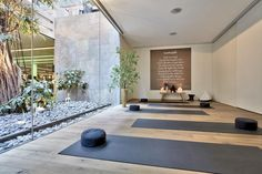 Another luxury hotel in Amsterdam which is recommended as the best place to stay is The Conservatorium Hotel. Yoga Studio Design, Yoga Room Design, Yoga Studio Decor, Hotel Wellness, Wellness Studio, Wellness Club, Wellness Clinic, Deco Spa, Wellbeing Centre