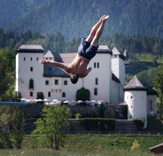 Kommen Sie an in Goldegg am See im Salzburger Land. Tauchen Sie ein in eine Welt zahlreicher Aktivitäten in der Natur. Schalten Sie ab und lassen Sie den Alltag hinter sich. Jetzt ist Freizeit und Sommerurlaub oder Winterurlaub angesagt. Holding Hands, Nature Activities, Most Romantic Places, Public Bathing, Winter Vacations, Summer Vacations