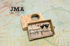 Matchbox arte - Kitty en un cajón / Diorama / OOAK Matchbox Crafts, Matchbox Art, Altered Tins, Altered Art, Crafts To Do, Crafts For Kids, Mini Doll House, Creative Box, Tin Art