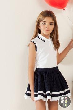 www.momolo.com Look de Carolina Herrera| | MOMOLO Street Style Kids :: La primera red social de Moda Infantil #kids #dress #modainfantil #fashionkids #kidsfashion #childrensfashion #childrens #ninos #kids #streetstylebaby #ropaninos #kidsfashion #ss15 #streetstylekids #kidswear #baby #modaniños