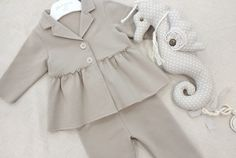 www.mamibu.com  #completo #felpa #giacchina #leggins #neonata #bambina #lamascot #madeinitaly #mamibu #babyclothes #kidsclothes #abbigliamentobambina #kaki #baby #babygirl #littlegirl