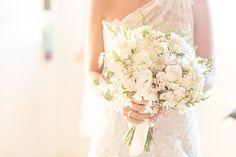 Bouquet de noiva clássico - branco, verde e rosinha ( Foto: Rodrigo Sack )
