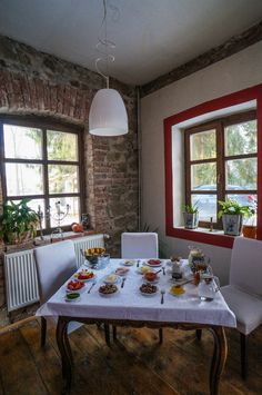 – cum e iarna la Zabala Romania, Dining Table, Furniture, Home Decor, Bebe, Decoration Home, Room Decor, Dinner Table, Home Furnishings