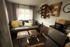 Titan Tiny Homes of South Elgin, Illinois has released an adorable new tiny house model that we're loving! The foot house on wheels is attractive from every angle and has everything you need for comfortable living on the go. Tiny House Talk, Tiny House Swoon, Tiny House Plans, Tiny House Design, Tiny House On Wheels, Tiny Houses For Sale, Little Houses, Tiny Living, Home And Living