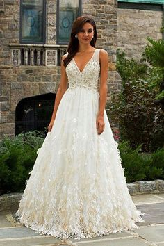 How to Choose a Wedding Gown Based on Body Type | Mine Forever