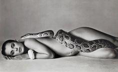 Η ιστορία πίσω από την εκπληκτική γυμνή φωτογράφηση της πιο περιζήτητης σταρ του Χόλιγουντ, Τζένιφερ Λόρενς, με έναν τεράστιο βόα για το Vanity Fair