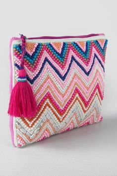 Daphne Beaded Clutch-Pink-Clside – Aykut – Willkommen in der Welt der Stiefel Beaded Clutch, Beaded Bags, Embroidery Bags, Beaded Embroidery, Diy Pencil Case, Pencil Cases, Diy Purse, Tapestry Crochet, Handmade Bags